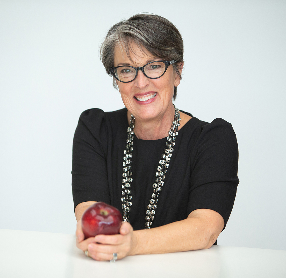 Headshot of Eat For Living founder Jennifer Lloyd